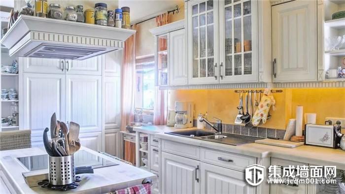 厨房装集成墙面,带来安全与健康!