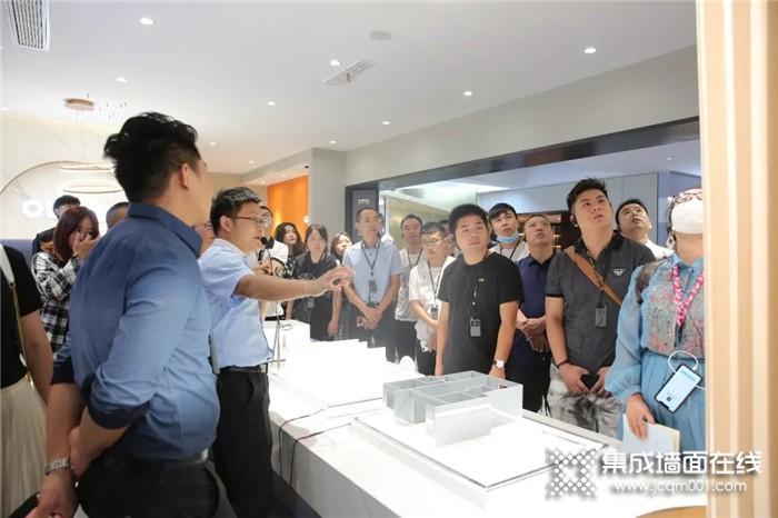 奥华新展厅完美竣工,9A级三面智能整装战略正式启动!